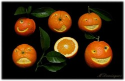 Мандарин на апельсине